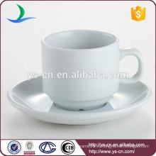 Керамическая чашка и блюдце белого цвета 220 мл