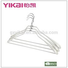 2015 Soporte de revestimiento de PVC a granel con hombros anchos barra de pantalones en color gris plata