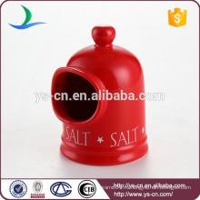 Симпатичный красный керамический солонка для кухни