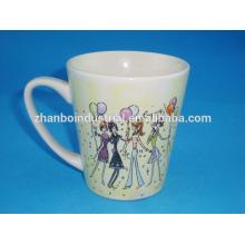 Taza de café de encargo de la porcelana Forma de V con el special completo de la etiqueta para la boda y la ceremonia