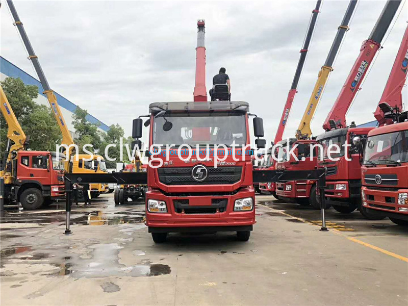 Lorry Mounted Crane 1