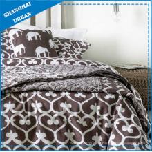 Braunes, herzförmiges, bedrucktes Polyester-Steppdecken- und Bettbezug-Set