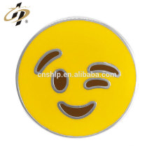 Emblema de emoji personalizado de metal esmalte redondo de fundição por atacado