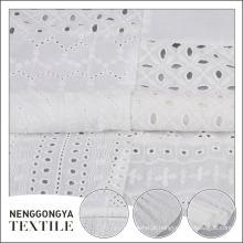 Eco-friendly aceitar tecido de bordados de ilhós de algodão branco personalizado