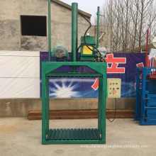 Hydraulic bag baler