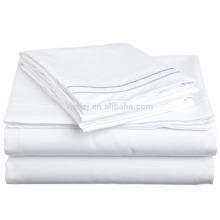 Супер мягкий легкий вес, 100% чесаный хлопок, двойной, лист Морщинка упорная Белая кровать с голубым Регал вышивкой в подарочной коробке