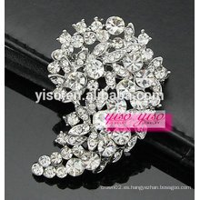 Perla floral de piedra de cristal y broche