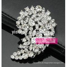 Pino e broche floral de pedra de cristal
