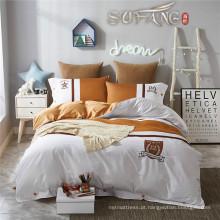A folha de cama do algodão de Linda White e de Brown Pima ajusta-se com projetos da forma