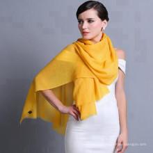 Haute couture unisexe de base whosale beaucoup de tendances noir avaible stocked grande écharpe de couleur unie simple doux 100% écharpe de laine de mode