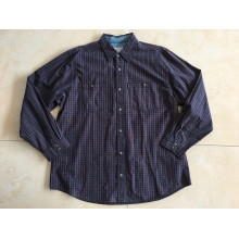 Camisa de manga larga con botón de metal