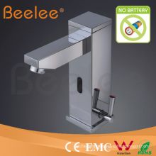 Wassersparender zeitgenössischer Toilette-Sensor-Hahn