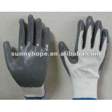 Luvas revestidas de nitrogênio com 13 g de cinza