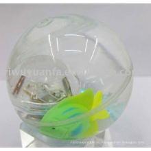 Привет Сид Отскакивая шарик воды ( рыбы, плавающей внутри)