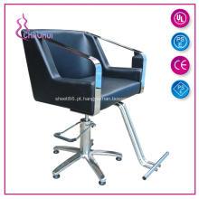 Equipamento preto do cabeleireiro da cor que denomina cadeiras