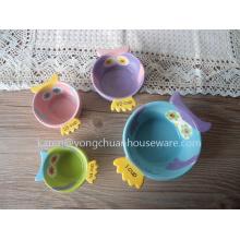 El búho conjunto de 4 de medición de la Copa de cerámica pintado a mano