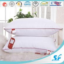 Квадратная подушка белого цвета