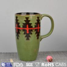 Caneca de cerâmica vitrificada com pintura à mão