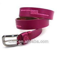 Cinturones de cuero para las mujeres con costura en la correa