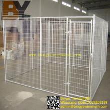 Gavetas para perros en el jardín trasero con jaula grande para perros soldadas