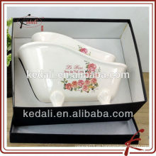 2015 Los accesorios de cerámica al por mayor del cuarto de baño del nuevo diseño fijaron el regalo del sostenedor del jabón