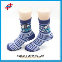 Kundenspezifische Kinder Karikatur jugendlich Rohr warme gemütliche Socken