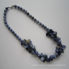 Multi longa significa colar de pedras preciosas