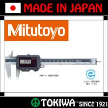 Цифровой Измерительный инструмент и подвергая механической обработке. Изготовленный Отде & Trusco. Сделано в Японии (штангенциркуль и измерение линейкой)