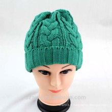 Chapeau de bonnet en acrylique coloré aux femmes