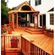 Pabellón y corredor de madera de cedro rojo