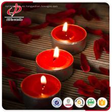 Velas perfumadas velas rojas en taza de plástico