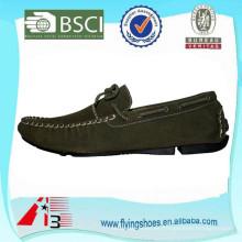 La zapatilla de deporte superior de los zapatos ocasionales de los hombres de la venta