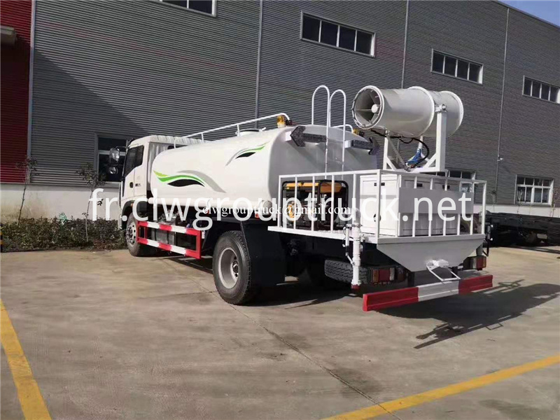 Water Spray Truck 1