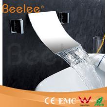 Grifo mezclador de agua para lavabo con doble mango en la pared con caño de cascada