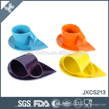 12 pcs types de couleurs de bonne qualité en céramique en céramique et ensemble de soucoupe