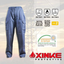 pantalon cargo kaki avec beaucoup de poches pour un usage industriel