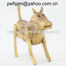 perro artesanal de madera hecho en casa