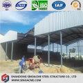 Installation de la structure en acier de l'entrepôt à cadre mobile