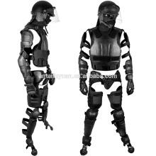 Die Polizei verwendet ein leichtes Police Ultimate Anti-Riot Gear-System