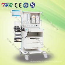 Profissional máquina de anestesia hospitalar com carrinho