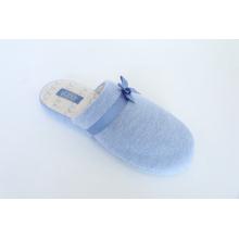 Chaud et confortable avec des pantoufles intérieures