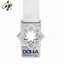 Die struck zinc alloy custom enamel metal runner medal hanger