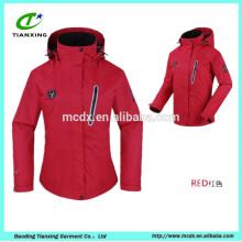 veste coupe-vent rouge et imperméable à l'eau