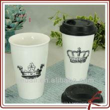 Tasse en céramique avec couvercle en silicone
