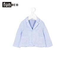 scherzt blaue Jacke kleiner Junge formale Klage scherzt blaue Jacke kleiner Junge formale Klage