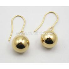Brincos de bola de chapeamento de ouro 18k em aço inoxidável 316L projetos para meninas