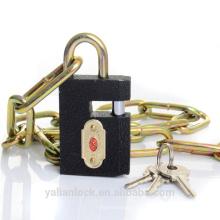 Candado de obturador de hierro gris con candado de cadena