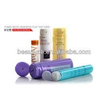 Tubos plásticos macios vazios do cosmético com tampas superiores giradas orientadas