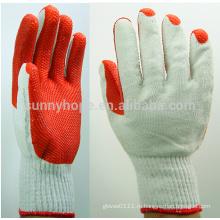 Прочная красная резиновая перчатка