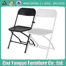 Cadeira dobrável de plástico branco e preto para casamentos